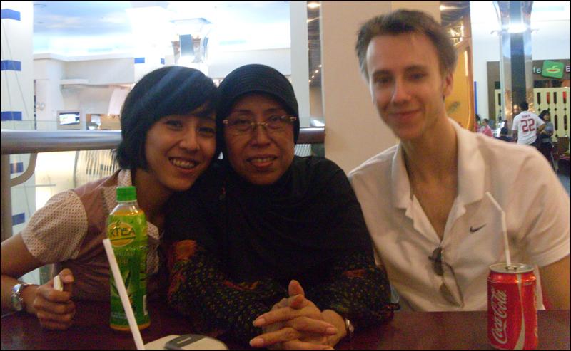Anggie, Ibu Endang en ik